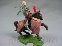 1. Brinquedos antigos - Britains - Cavaleiro Medieval com Espada e escudo Série Swoppet Posição de Ataque Perfeito estado