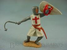 1. Brinquedos antigos - Timpo Toys - Soldado Cruzado a pé com escudo e bola de aço