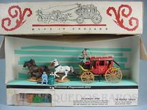 1. Brinquedos antigos - Britains - Diligência Concord Stag Coach 1870 completa com quatro figuras bagagem etc. Década de 1960