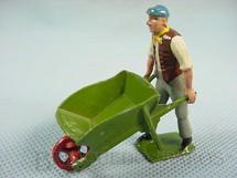 1. Brinquedos antigos - Britains - Homem com carrinho de mão Garning Série Década de 1930