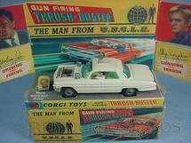 1. Brinquedos antigos - Corgi Toys - Carro do Agente da UNCLE The Man fron U.N.C.L.E. Branco completo com anel Década de 1960
