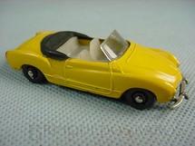 1. Brinquedos antigos - Roly Toys - Volkswagen Karmann Ghia conversível amarelo com 7,00 cm de comprimento Década de 1960