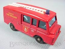 1. Brinquedos antigos - Matchbox - Land Rover Fire Truck black plastic Regular Wheels Kent Fire Brigade