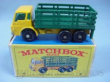 1. Brinquedos antigos - Matchbox - Dodge Stake Truck black plastic Regular Wheels