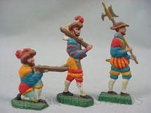 1. Brinquedos antigos - Sem identificação - Conjunto completo de tres soldados da Guarda Suiça do Vaticano Semi-Flat forma Schneider