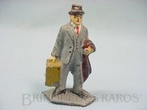 1. Brinquedos antigos - Sem identificação - Passageiro para Trem Elétrico Década de 1950