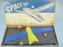 1. Brinquedos antigos - Marxman - Pipa Space Ship de Vacuum Formed com carretel de madeira Década de 1940