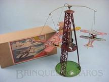 1. Brinquedos antigos - Toyodo - Torre de 22,00 cm de altura com tres aviões biplanos Final da década de 1920