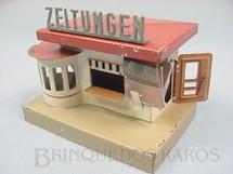 1. Brinquedos antigos - Kibri - Banca de jornal com 9,00 cm de comprimento Acompanha reprodução de miniaturas de jornais da época Década de 1930