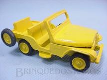 1. Brinquedos antigos - Juê - Jeep Willys com 8,00 cm de comprimento Amarelo Década de 1960