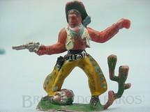 1. Brinquedos antigos - Casablanca e Gulliver - Cowboy de pé atirando com revolver Barril e Cactus na base Gulliver numerado 40