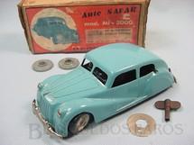 1. Brinquedos antigos - Safar - Carro Auto Safar com 18,00 cm de comprimento Percurso programavel Acompanha dois discos de programação Ano 1947