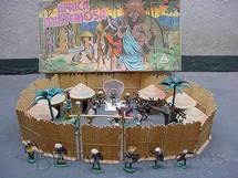1. Brinquedos antigos - Casablanca e Gulliver - Conjunto África Misteriosa Excelente estado Completo com paliçada beje 6 cabanas 4 arvores 14 figuras etc... Década de 1970