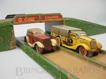 1. Brinquedos antigos - Sem identificação - Conjunto Auto Strade com pista em forma de oito Um carro e um caminhão Década de 1930