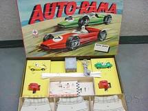 1. Brinquedos antigos - Estrela - Conjunto de Autorama pista em oito com dois carros Fórmula Junior Completo Excelente estado Licença Gilbert Co. Código 9301 primeiro Autorama brasileiro Rótulo assinado K. Datado 2 Out 1963