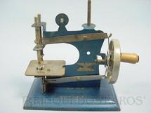 1. Brinquedos antigos - Casige - Máquina de costura com 12,00 cm de altura Made in British Zone Ano 1950