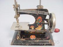 1. Brinquedos antigos - Estrela - Máquina de costura com 12,00 cm de altura Década de 1950