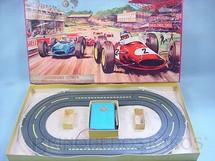 1. Brinquedos antigos - Estrela - Conjunto Autódromo Estrela com dois carros Um Kamann Guia e um Gordini Escala HO Datado 1967