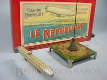 1. Brinquedos antigos - Bing - Jogo de Roleta com Dirigivel Le République Década de 1920