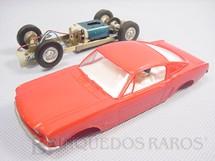 1. Brinquedos antigos - Estrela - Ford Mustang GT vermelho com interior branco Chassi de latão Década de 1970