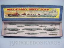 1. Brinquedos antigos - Dinky Toys - Conjunto Ships of the British Navy com 14 navios de Guerra No 50. Década de 1930