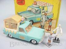 1. Brinquedos antigos - Corgi Toys - Walls Ice Cream Van on Ford Thames Com duas Figuras.