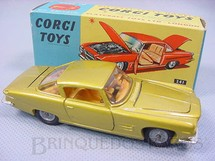 1. Brinquedos antigos - Corgi Toys - Ghia L 6.4 with V8 Chrysler Engine and the Corgi Dog Versão dourada Ano 1965