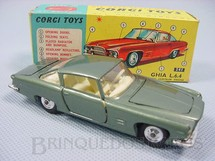 1. Brinquedos antigos - Corgi Toys - Ghia L 6.4 with V8 Chrysler Engine and the Corgi Dog Versão verde Ano 1965