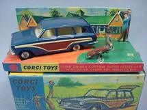 1. Brinquedos antigos - Corgi Toys - Ford Consul Cortina Super Estate Car azul Com display e figuras Ano 1967