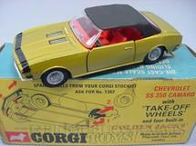 1. Brinquedos antigos - Corgi Toys - Chevrolet Camaro SS 350 Série Take-Off Wheels Ano 1969