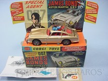 1. Brinquedos antigos - Corgi Toys - Aston Martin DB5 dourado completo 007 James Bond Ano 1965