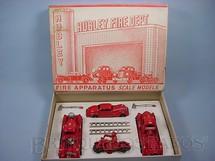 1. Brinquedos antigos - Hubley - Conjunto de Bombeiro Fire Aparatus Scale Models com  dois Caminhões um Carro e uma Motocicleta Década de 1940