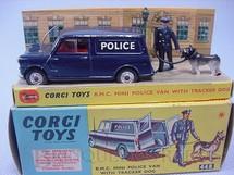 1. Brinquedos antigos - Corgi Toys - B.M.C. Mini Police Van with Tracker Dog. Década de 1960