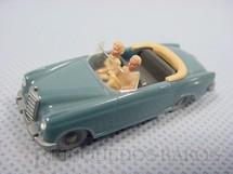 1. Brinquedos antigos - Wiking - Mercedes Benz Conversível com duas figuras