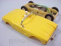 1. Brinquedos antigos - Estrela - Corvette Amarela com chassi de plástico branco de encaixe Ano 1965