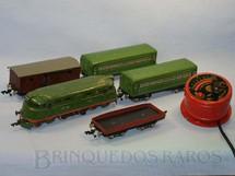 1. Brinquedos antigos - MosKabel - Conjunto com Locomotiva Diesel dois Carros de Passageiros e dois Vagões de Carga Ferrovia Russa CCCP Bitola O Acompanham Trilhos e Transformador Datado 1957