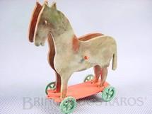 1. Brinquedos antigos - Sem identificação - Cavalo com rodas em Plástico marmorizado 10,00 cm de altura Década de 1960