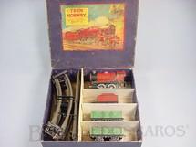 1. Brinquedos antigos - Hornby Meccano - Conjunto completo com uma Locomotiva a vapor dois vagões de carga e trilhos Bitola O Hornby England Década de 1930