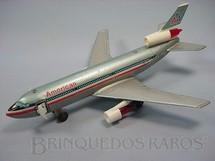 1. Brinquedos antigos - Yonezawa - McDonnell Douglas MD 11 American Arlines com 32,00 cm de envergadura Porta com Aeromoça móvel Década de 1970