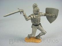 1. Brinquedos antigos - Timpo Toys - Guerreiro Medieval a pé com Escudo e Espada Década de 1970