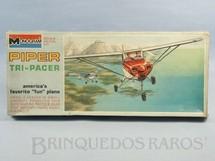 1. Brinquedos antigos - Monogram - Avião Piper Tri-Pacer Caixa lacrada Década de 1960