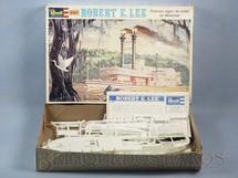 1. Brinquedos antigos - Revell - Barco Robert E. Lee famoso Vapor de Rodas do Mississipi Caixa mole Década de 1980