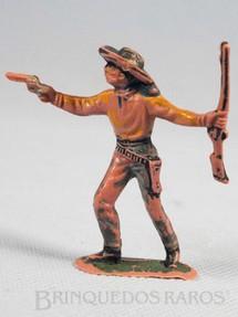 1. Brinquedos antigos - Casablanca e Gulliver - Cowboy de pé com revolver e rifle Gulliver numerado 45