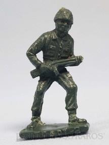 1. Brinquedos antigos - Sem identificação - Soldado avançando com fuzil Brinde Toddy numerado 2 Década de 1960