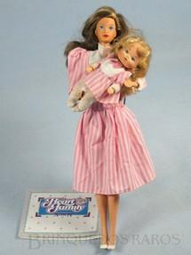 1. Brinquedos antigos - Mattel - Boneca Barbie Heart Family Serie com Bebê vestido rosa Década de 1980