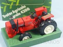 1. Brinquedos antigos - Arpra - Trator Agrícola Agrale 4300 com 12,00 cm de comprimento Brinde Revista Exame Agricultura