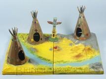 1. Brinquedos antigos - Casablanca e Gulliver - Conjunto Os Apaches com base em Vacuun Formed tres Tendas e um Totem Ano 1973