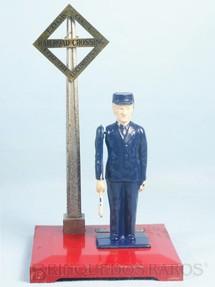 1. Brinquedos antigos - Lionel - Guarda com bandeira 1045 Operating Watchman Ano 1946 a 1950