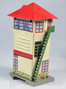 1. Brinquedos antigos - T.N. - Cabine de Comando Caixa de pilhas com Apito 21,00 cm de altura Década de 1960