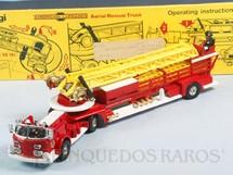 1. Brinquedos antigos - Corgi Toys - American LaFrance Aerial Rescue Truck completo com 6 escadas e 4 figuras Segunda Série Década de 1970
